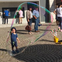 In the bubble (picturesbywalther) Tags: bubbleseifenblasenspielenplaykindchild seifenblase bubble spiele play kind child personen people spass fun water soda sodium