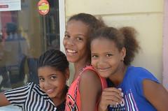 Camagey a todo color, Cuba (heraldeixample) Tags: heraldeixample cuba gent people gente pueblo popular camagey colors colours colores dona woman mujer frau femme fenyw bean donna mulher femeie  kadn   boireannach kobieta republicadecuba somrs sonrisa smile sourire somriure grin lchein