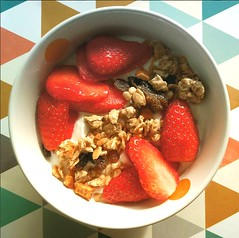 Diffrent. (MarieGzn) Tags: fraises fraise strawberry crales cereals food foodpics yummy delicious eat