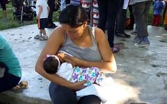 """""""Nios fuertes, nios sanos, dando teta lo logramos"""", decan en la caminata (bancos de leche materna) Tags: caminata lactancia materna leche parque del este caracas semana mundial"""