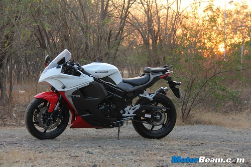 2013 Hyosung GT650R Test Ride Review
