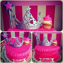 Sweet Cake, para una dulce princesita  solo en #sweetcakesstore #sweetcakesve #lecheria #puertolacruz #barcelona #bakery #cupcakery #originalcupcakes #originalcakes #delicious #pink #cute #cakes #princess #photooftheday #instagramers #3000followers (Sweet Cakes Store) Tags: cakes square de cupcakes yummy y princess venezuela tienda cupcake corona squareformat princesa torta fondant magica tortas varita lecheria sweetcakes rufles ponques iphoneography instagramapp xproii uploaded:by=instagram sweetcakesstore sweetcakesve