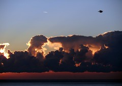 traffico in cielo all'alba (fotomie2009) Tags: clouds nuvole cielo sky birds sea mare alba dawn balcorama seascape skyscape scape