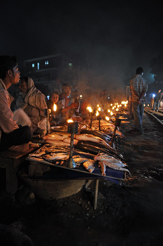 Evening fish market by the railroad, Mymensingh, Bangladesh. Photo by Finn Thilsted, 2011.