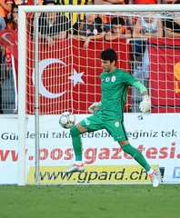 Young Boys 1-1 Galatasaray (l3o_) Tags: galatasaray young boys sar krmz red yellow football futbol uhren cup cenk gnen