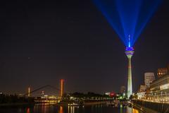 Lasershow (gresalex) Tags: dsseldorf funkturm nrw duesseldorf rheinturm