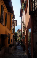 Calles de Bellagio (a_marga) Tags: milan milano italia italy como lago lake bellagio calles streets narrow estrechas tipicas typical