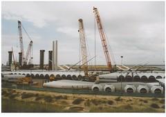 Windkraftanlagenteile fr Offshore Windpark Oostende(gescantes bild) (thomaslion1208) Tags: oostende kran grues belgien windkraft minolta analog windpark offshore