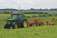 John Deere 6320 Tractor with a Lely Lotus 770P Grass Tedder (Shane Casey CK25) Tags: john deere 6320 tractor lely lotus 770p grass tedder whitechurch jd green silage silage16 silage2016 grass16 grass2016 winter feed fodder county cork ireland irish farm farmer farming agri agriculture contractor field ground soil earth cows cattle work working horse power horsepower hp pull pulling cut cutting crop lifting machine machinery nikon d7100