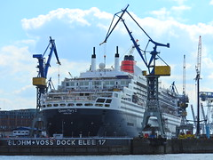 The machines are taking over (Couldn't Call It Unexpected) Tags: elbe river drydock dock queen mary cunard