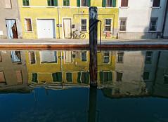 Miroir oh mon miroir (Paolo Pizzimenti) Tags: homme g ge canal miroir cervia comacchio italie paolo olympus zuiko penf 12mm f2 mirrorless m43 film picture argentique doisneau