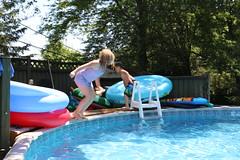 1E7A5422 (anjanettew) Tags: swimming diving kids pool summer fun twins sillykids splashing babypool