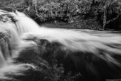 Nubes de agua.. (Perluti) Tags: longexposure winter bw water waterfall agua flickr bn nd invierno euskadi araba cascada gorbea pasvasco ura lava baias bayas largaexposicin polarizador negua urjauzia nd8 sarra perluti mikelaguirre