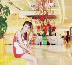 Shopping (Trang Angels) Tags: friends light portrait woman color cute girl beautiful smile lady female canon asian eos nice women friend pretty photos vietnam lovely beautifulgirls hotgirl pepole vietnamgirls