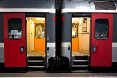 Please come in! (Toni_V) Tags: train schweiz switzerland suisse zurich rangefinder sbb hauptbahnhof zürich mainstation hb 2013 35mmf14asph 35lux ©toniv 130202 leicam9 l1010752