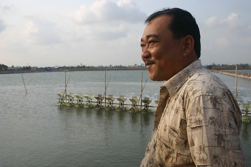 Shrimp farmer and his shrimp pond in Bac Lieu province, Vietnam. Photo by Kam Suan Pheng, 2011.
