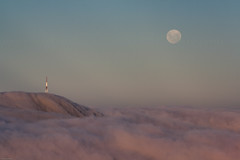Mt Cargill seen from Mt Flagstaff, Dunedin, Otago, New Zealand, Feb 2013 (Clia Mendes Photography) Tags: pink sunset newzealand sky moon tower clouds torre softness cu luna fullmoon prdosol moonrise cielo nubes ethereal nuvens lua lunallena corderosa novazelndia puestadelsol nuevazelanda rosado luacheia suavidad suavidade 2013 etreo nascerdalua
