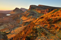 Radiant dawn, Quiraing (Jon Sketchley) Tags: winter skye sunrise dawn scotland highlands clear february cloudless cleat basalt hebrides trotternish landslip quirang lavaflow biodabuidhe beinnedra
