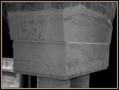 Cranbrook School: Alumni Court, Class of 1937 (pinehurst19475) Tags: blackandwhite bw michigan cranbrook alumni 1937 bloomfieldhills nationalregister blackandwhitephotos nationalregisterofhistoricplaces columncapital nrhp sculpturalrelief classof1937 alumnicourt cranbrookschoolforboys raisednumerals nrhpdistrict73000954