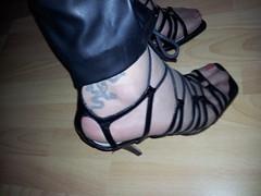 20130301_151132 (sandalettes) Tags: exhibition chienne bas pieds vernis orteils ftichisme collants sandalettes