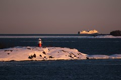 20130327_07 (Frabjous Daze) Tags: sunset sea lighthouse snow ice suomi finland is helsinki sundown kallio helsingfors lumi beacon sn meri suomenlinna itmeri sveaborg stersjn bedrock viapori sj j auringonlasku finnlines laiva suokki loisto rahtilaiva balticseasuomenlahtifinska vikengulf