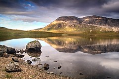 Arkle evening (OutdoorMonkey) Tags: arkle lochstack sutherland scotland outside outdoor evening wild wilderness remote countryside water lake mountain mountainside hillside rock boulder reflection calm serene sunshine sunlight sunlit shore