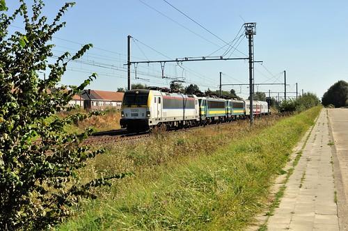 Materieel overbrengingstrein van Luik naar Schaarbeek in Ezemaal