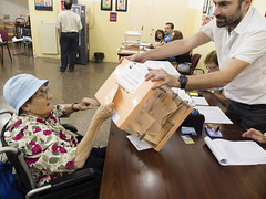 _DSF7773 (Toni M. Micó) Tags: annamicó noubarris 9barris prosperitat eleccions urna