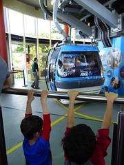 Waiting for our bubble (Snuva) Tags: australia nsw sydney skysafari cablecar ropeway tarongazoo