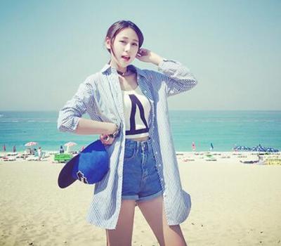 Korean version of the summer high waist denim shorts women summer leisure holes was thin slim Joker jeans hot pants new tide