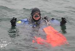 7166 (chemsuiter) Tags: harbor drysuit diver divecourse