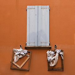 libera interpretazione di un' imposta (* onda *) Tags: window wall ribbons shutter
