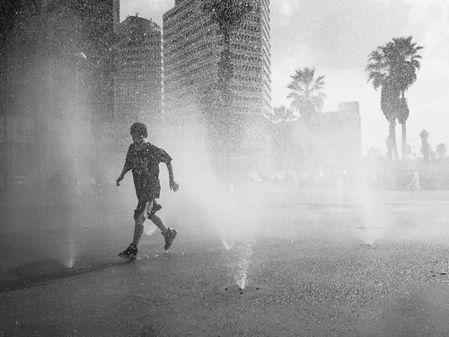 Fountain Run, Tel Aviv Beach