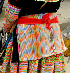 Flower Hmon clothing detail. (Linda DV) Tags: travel people canon geotagged asia southeastasia market culture vietnam clothes tribe ethnic minority 2012 ethnology bacha bch minorit culturaltravel minderheid lindadevolder powershotsx40