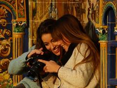 Two girls, checking pictures of themselves. Plaza de Espana, Sevilla (e) Tags: girls friends portrait girl smile smiling evening sevilla spain photographer duo seville double espana tiles portraiture avond tableau portret espagne sourire plein lach spanje twee azulejos gloed vriendinnen spaansen tegels plazadeespana sorria warmte itsanikond3000