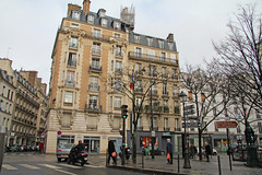 Place de Passy - Paris (France) (Meteorry) Tags: street paris france facade trafficlight europe afternoon place sunday january moto motor rue aprsmidi feux passy meteorry 2013 ruedepassy placedepassy