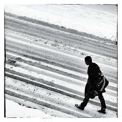 Sur la route enneige (nadou6 (nadge gascon)) Tags: street people blackandwhite bw 6x6 monochrome photography noiretblanc neige rue gens corrze x10 carre photoderue format6x6 blackwhitephotos photographiederue streetphotographie egletons fujix10