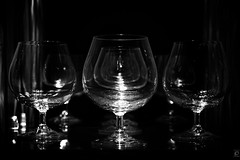 Infinity (Glasses, Pt. 4, Explored) (chmeermann | www.chm-photography.com) Tags: bw reflection glass glasses blackwhite nikon twinkle sw nikkor schwarzweiss lowkey spiegelung glas reflektion glser dunker 18135 d80