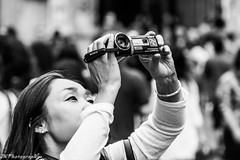 Chinese Picture (Joeri Kemp) Tags: street camera blackandwhite woman black closeup square lights minolta sony crowd chinese streetphotography camcorder 210mm a450 telezoomlens rememberthatmomentlevel1