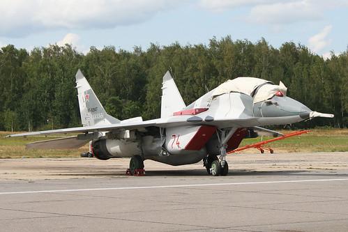 Mikoyan MiG-29UBT Fulcrum 'RF-92947 / 74 red'