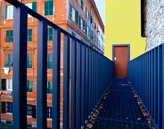 Sull'orlo del baratro (meghimeg) Tags: building vertigo genova palazzo passerella vuoto vertigine 2013