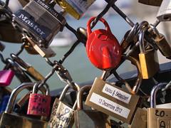 Love: do not run away! (mondopiccolo) Tags: red paris france love ledefrance lock locks forever francia eternal parigi meandyou