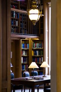 From http://www.flickr.com/photos/57795202@N02/8545159704/: Bibliothèque de l'Ordre des Avocats, Palais de Justice de Paris