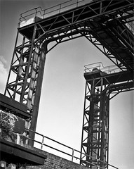 Deptford Creek railway bridge hoist, Greenwich, South London, Film test. (Tom Hurley.) Tags: greenwich agfarodinal deptfordcreek fomapan200 tomhurley film:iso=200 fomafomapan filmdatabase film:brand=foma film:name=fomafomapan200 developer:brand=agfa developer:name=agfarodinal toyoc5x4monorail schneidersymmar210mmlens devrodinalsemistanddev110060mins deptfordcreekrailwaybridgehoist filmdev:recipe=8428