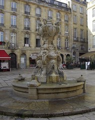Fontaine Second Empire, place du Parlement, St Pierre, Bordeaux, Gironde, Aquitaine, France. (byb64) Tags: plaza city france fountain town frankreich europa europe place bordeaux eu ciudad piazza fontana francia fontaine ville citta ue aquitaine gironde aquitania burdeos placeduparlement xixe akitania gironda aquitanien