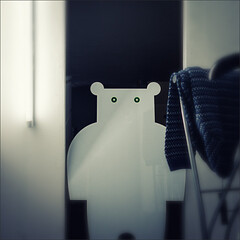 82-365 - cubicle bear (polomar) Tags: bear light white blur ice zeiss 35mm project licht flickr sony cologne kln changingcubicle ear 365 mode blick 82 pullover projekt changingroom zeit br ohren umkleide engelbertstr rx1 metime 82365 polomar ichzeit greenwichmantime