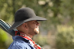 Profil (maxguitare1) Tags: costume chapeau fte arles tradition france nikon nikond7000 provence provencal folklore traditionnel fiesta dguisement personne persone people homme hombre man