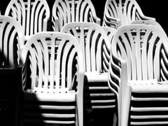 c' posto per tutti ... (Rino Alessandrini) Tags: sedie plastica arredo bianco nero impilate sovrapposte ripetizione pila geometrie forme curve seduta plastic chairs black white furniture stacked overlapping repetition stack geometries curved shapes sitting