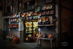 (256/16) Artesana en Cuenca (Pablo Arias) Tags: pabloarias espaa spain hdr photomatix nx2 photoshop texturas arquitectura tienda artesana nocturna cuenca comunidadcastillalamancha