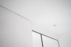 _DSC0703-KirstenEggers (Kiki m. E.) Tags: schleswigholstein germany deutschland p89 location interior minimal design house reduced glhlampe bulb ceiling light lamp deckenleuchte white wall weise wand decke glas glass